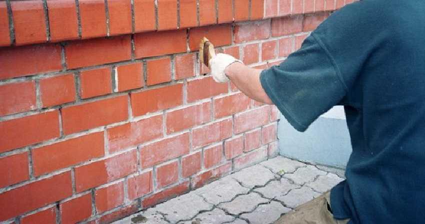 Утепление кирпичных стен снаружи - Грунтовка стены