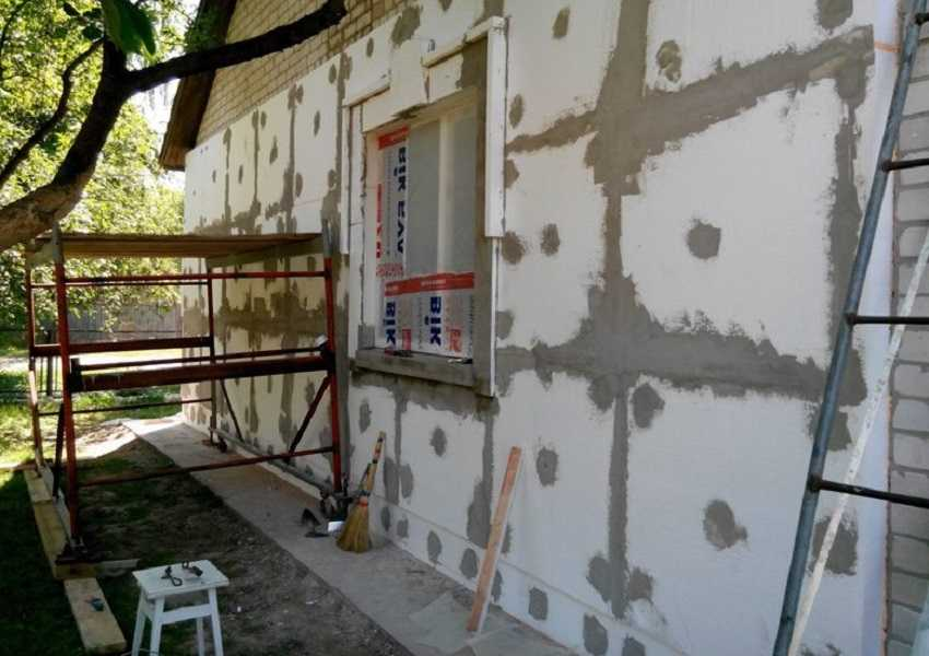 Утепление кирпичных стен снаружи - Шпаклевка швов