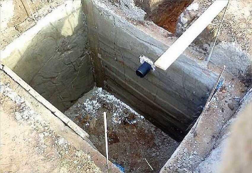Выгребная яма дачного туалета