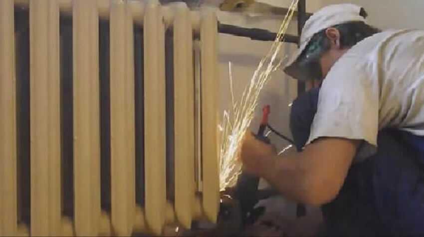 Демонтаж старого радиатора отопления