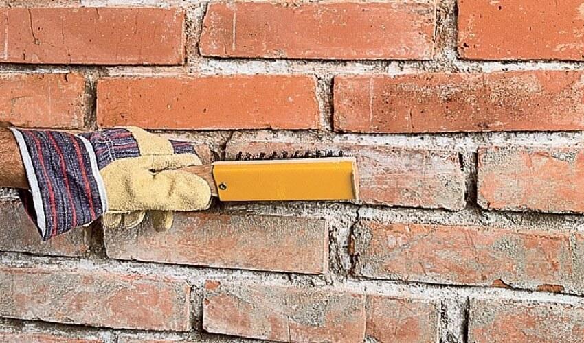 Утепления стен пенопластом снаружи - Очистка стены от мусора