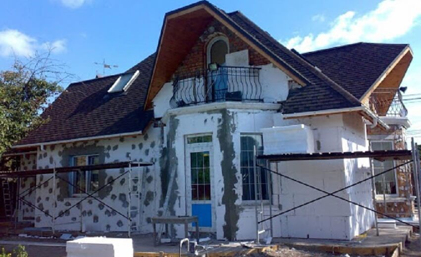 Утеплять деревянный дом пенопластом