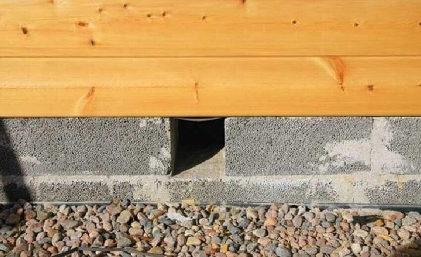 Продухи в фундаменте деревянного дома