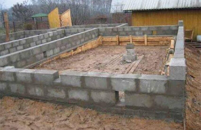 Укладка фундамента для дома из керамзитобетона