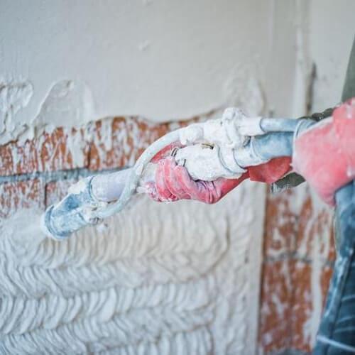 Механический способ оштукатуривание стен