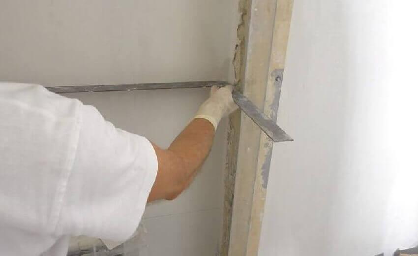 Как выровнять углы стен своими руками