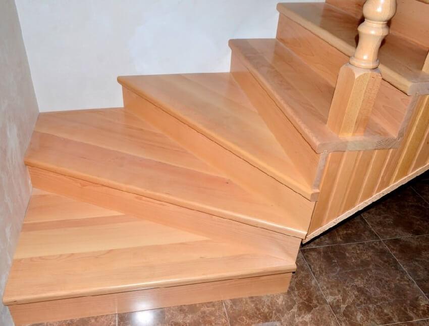 Маршевая лестница с нижними повортными ступенями