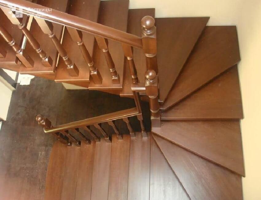 Поворотная лестница на 180 градусов