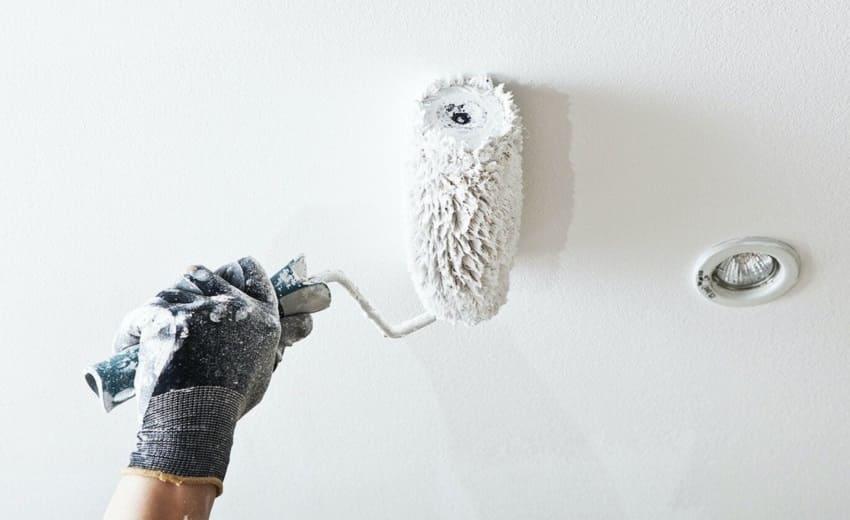 Как покрасить потолок водоэмульсионной краской