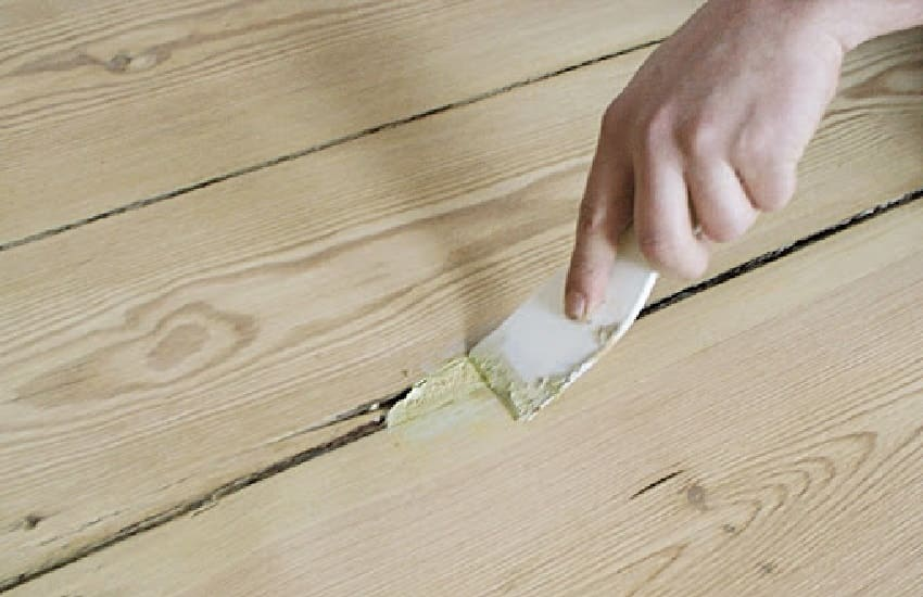 Как правильно устранять трещины в полу