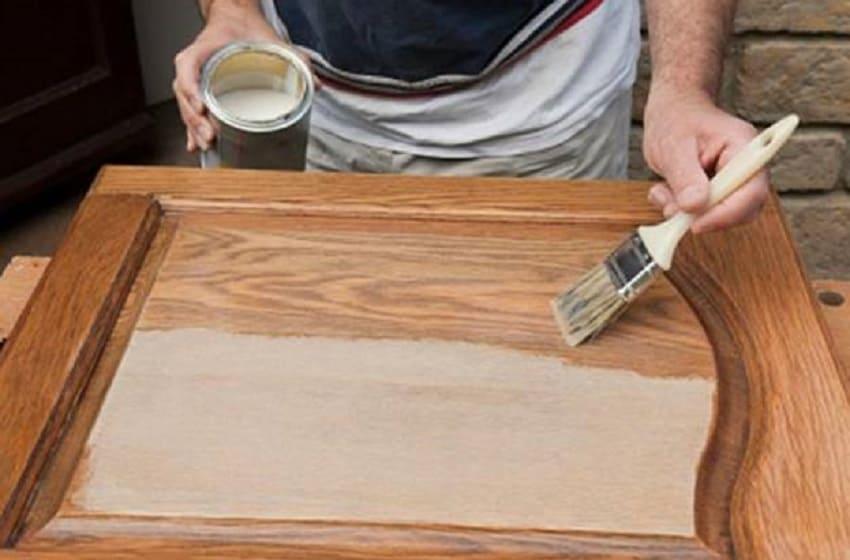 Как сделать деревянную дверь ‒ Покраска дверного полотна