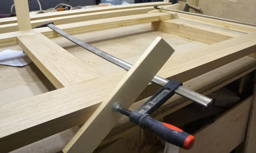 Как сделать деревянную дверь ‒ Склейка направляющих