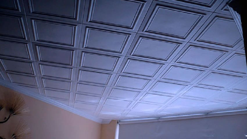 Потолок из пенопластовой плитки