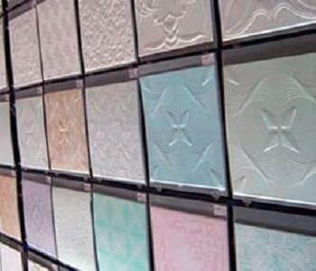 Виды потолочной плитки из пенопласта