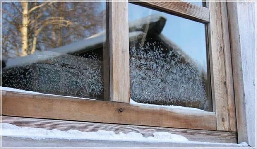 Замерзшее окно из дерева